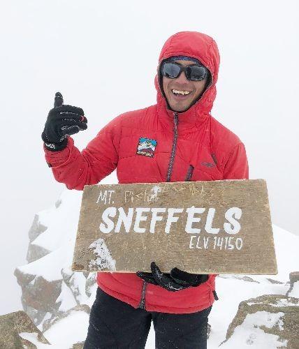 Alex Torres ACGME - WFR - UIAGM Guía profesional de montaña con amplia experiencia en gestión de expediciones en áreas remotas y capacidad de manejo de grupos de diferentes perfiles.